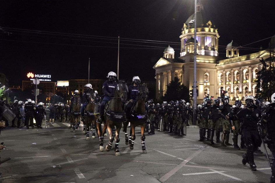 Stefanović: Pokušaj nasilnog preuzimanja vlasti, deset policajaca povređeno