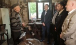 Stefanović obišao dve porodice kod Sopota: Pošteni ljudi koji svojim radom daju pravi primer mladima (FOTO)