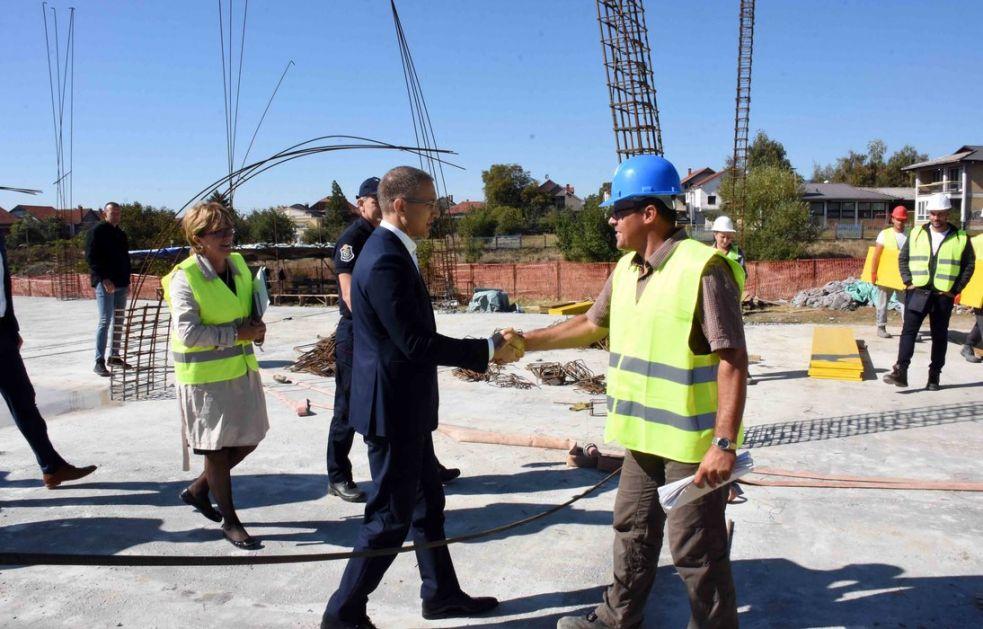 Stefanović obišao radove na centru za vanredne situacije