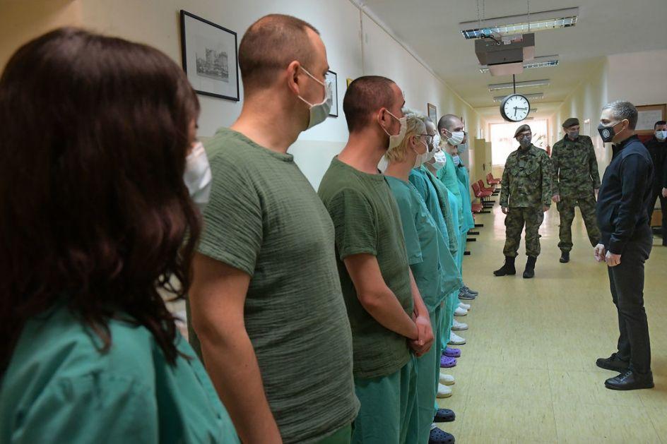 Stefanović obišao vojnu kovid bolnicu Karaburma