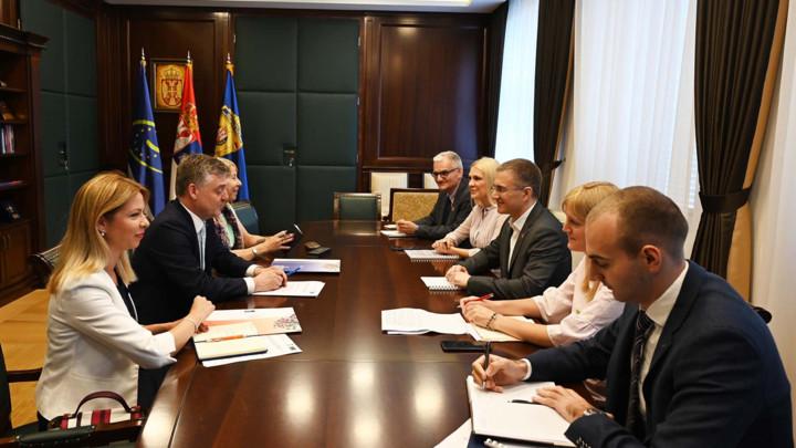Stefanović sa šefom Kancelarije Saveta Evrope o nastavku saradnje u oblasti borbe protiv trgovine ljudima i sprečavanja torture (FOTO)