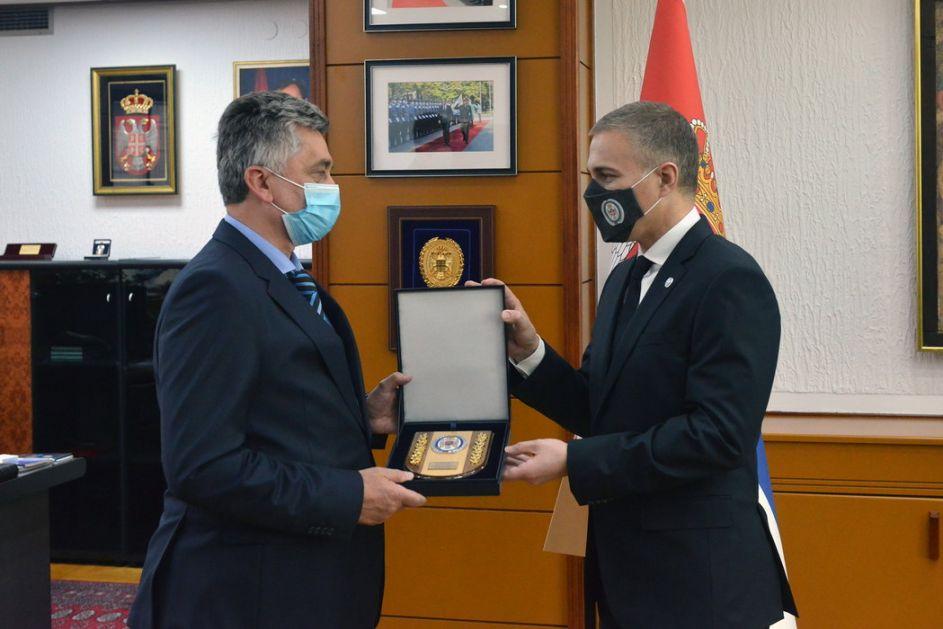 Stefanović uručio priznanja za doprinos u borbi protiv kovida