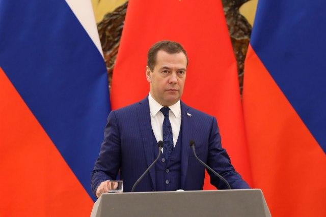 Stiže Medvedev, biće gužve: Zatvaraće se ulice i auto-put, izmene i na linijama GSP