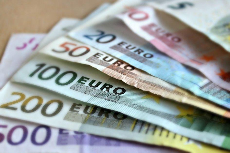 Sto evra od danas leže na račune, do sada se prijavilo 4,26 miliona građana