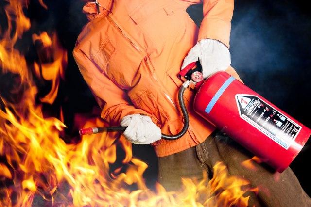Stradala jedna osoba u požaru u Zagrebu