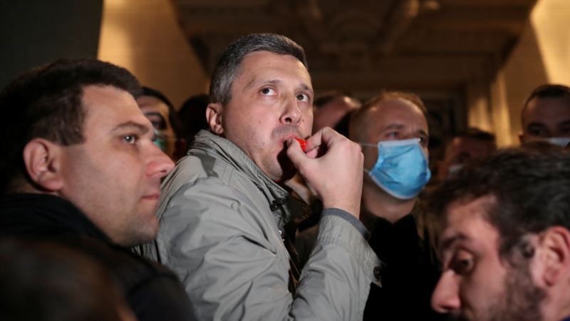 Štrajk i kontraštrajk glađu ispred Skupštine Srbije