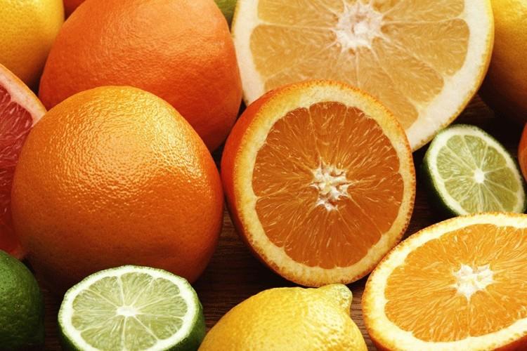 Strana narandža jeftinija od domaće jabuke