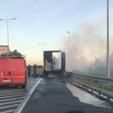 Stravičan požar na Ibarskoj u kojoj je izgoreo kamion: Pogledajte STRAVIČNE FOTOGRAFIJE sa lica mesta