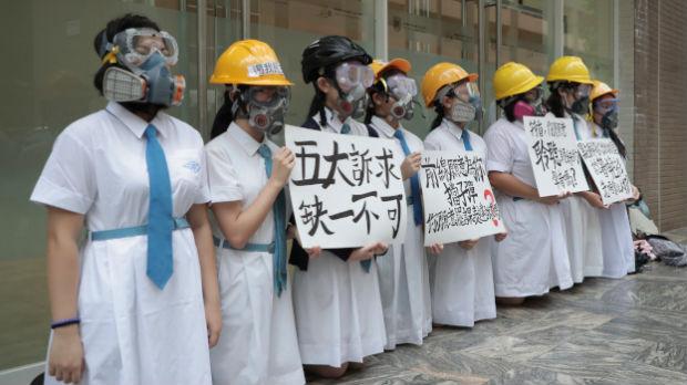 Studenti i srednjoškolci blokiraju ključne tačke za život Hongkonga