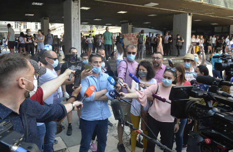 Studenti postigli dogovor sa Šarčevićem: Neće biti iseljeni iz domova, pozitivni na koronu će dobiti dopunski rok