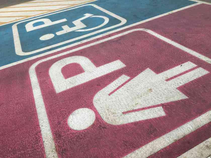Stvarno nije lako trudnicama za volanom u Beogradu