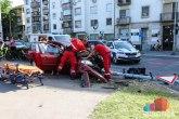Subotica: Automobil udario u semafor, stub pao na pešake, više povređenih FOTO