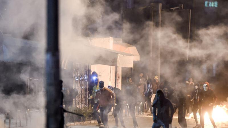 Sukob demonstranata s policijom u Tunisu