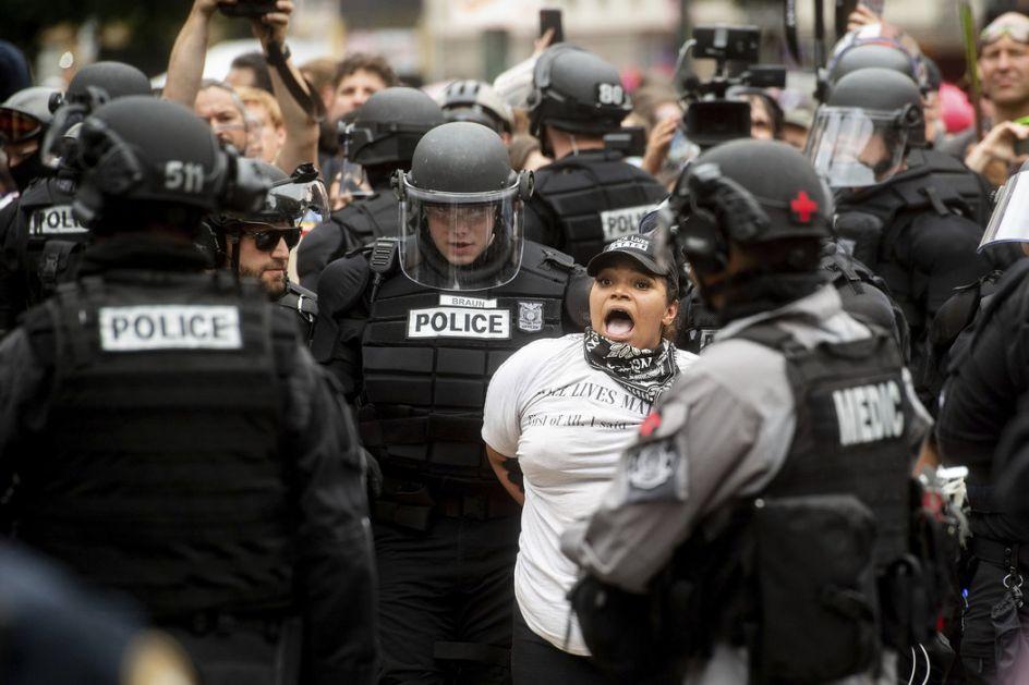 Sukob ultradesničara i antifašista u Portlandu, Tramp razmišlja da antifa proglasi teroristima