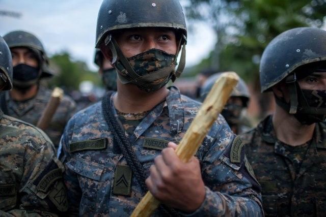 Sukob vojske i migranata FOTO