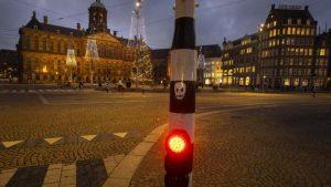 Sukobi holandske policije i demonstranata u Amsterdamu i Ajndhovenu