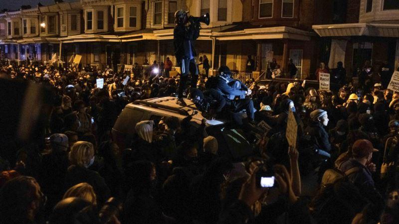 Policijski čas u Filadelfiji zbog nereda uzrokovanih pogibijom Afroamerikanca