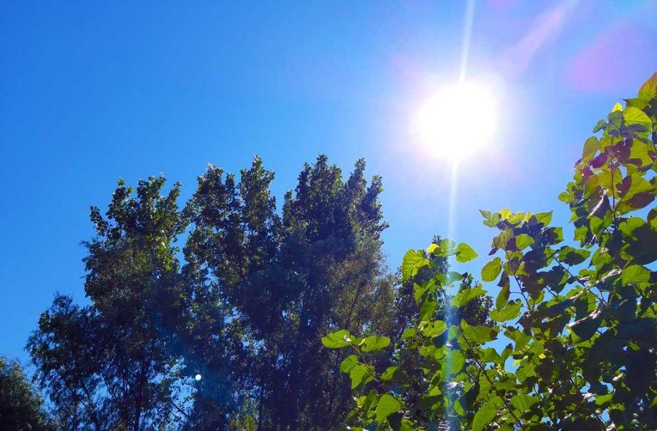 Sunčano, toplo i vetrovito