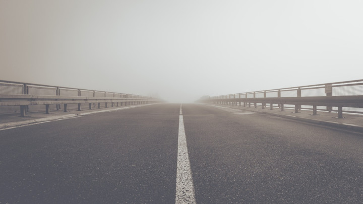 Suvi kolovozi, ponegde magla i sumaglica