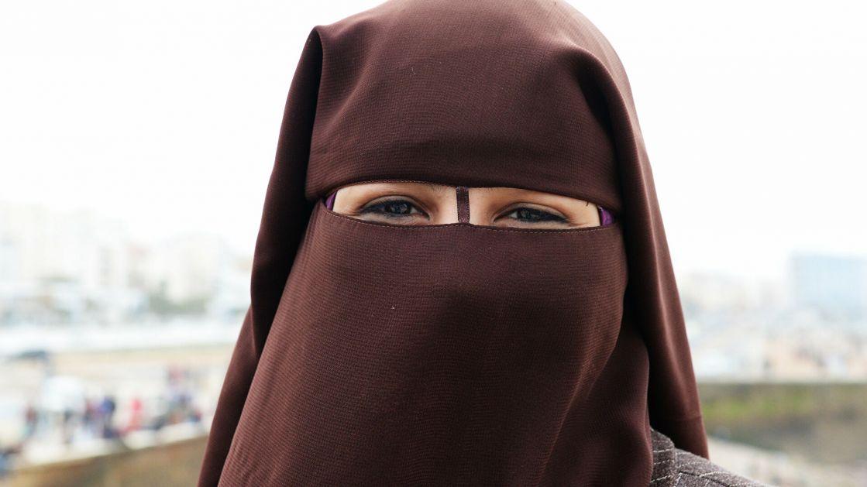 Švajcarci na referendumu podržali predlog da se zabrani nošenje nikaba i burki