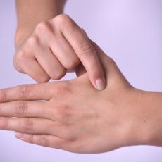 Svaki prst je povezan sa dva organa i dve emocije: Evo koje tegobe uklanja ova metoda lečenja!