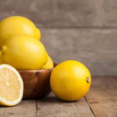 Sve češće se pominje kao sastojak kućnih preparata za NEGU KOŽE, a evo KADA limunov sok može biti VEOMA OPASAN