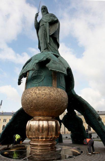 Otkriven spomenik Stefanu Nemanji; Predsednik: Od njega do danas Srbi su državotvorni narod