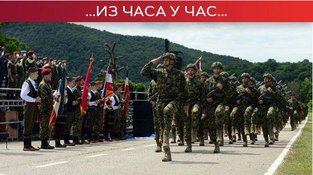 Uručene vojne zastave u Takovu – svečani defile, naleti vazduhoplova i padobrnski skokovi