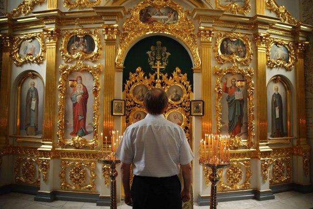 Sveštenici da ostanu državni službenici