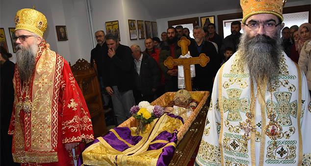 Sveta zaupokojena Liturgija u manastiru Nova Nikeja (VIDEO)