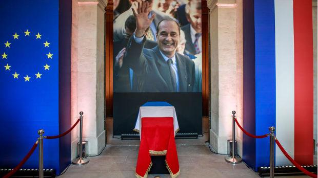 Hiljade Francuza se oprašta od Širaka, u Parizu i Putin i Klinton