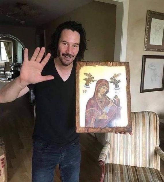 Svi pričaju o fotografiji Kijanu Rivsa sa pravoslavnom ikonom u rukama