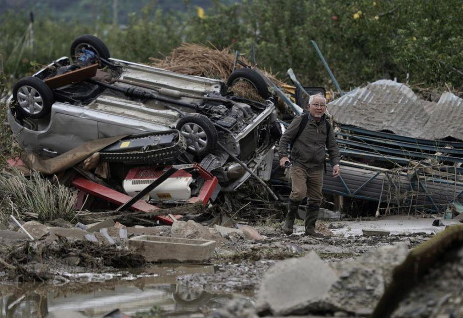 TAJFUN ODNEO 53 ŽIVOTA, A TO NIJE KRAJ: Mnogi se voda kao nestali, 38.000 Japanaca evakuisano iz poplavljenih kuća! (FOTO)