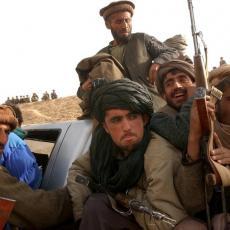 TALIBANI NEZAUSTAVLJIVO NAPREDUJU: Avganistanske snage potpuno nemoćne, pala je Šah-e Kona (FOTO)