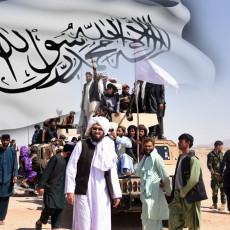 TALIBANI OBORILI VOJNI HELIKOPTER?! U toku su krvave borbe za Helmand, mnogi su zarobljeni i pobijeni (VIDEO)