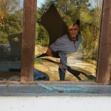 TEROR NAD SRBIMA SA KiM NE PRESTAJE: Nаpаd nа аmbulаntu Zdrаvstvenog centrа Prizren