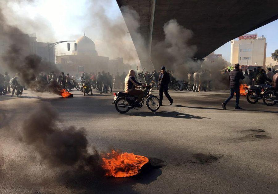 TERORISTI ISLAMSKE DRŽAVE MEĐU VOĐAMA PROTESTA U IRANU: Džihadisti pokretali nerede, napadali policiju i građane!