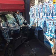 TEŠKA SAOBRAĆAJKA NA BANOVOM BRDU! Dva automobila POTPUNO SMRSKANA, vozačima hitno pružena pomoć (FOTO)