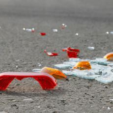 TEŠKA SAOBRAĆAJNA NESREĆA KOD VITINE: Automobilom se zakucao u zid pored puta, ima mrtvih i povređenih