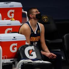 TEŠKE KRITIKE ZA JOKIĆA: Trener Denvera izneo šta mu smeta kod Srbina! Ubedljivo su poraženi i besan je