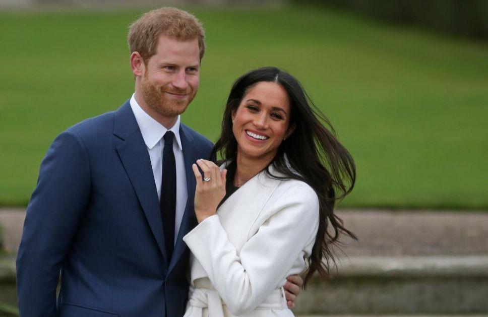 TEŠKO IM JE DA SE ODREKNU TITULA: Hari i Megan se i dalje potpisuju kao kraljevska visočanstva! (VIDEO)