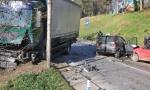TEŽAK UDES KOD BATAJNICE: Sudarili se automobili i kamion, poginuo muškarac