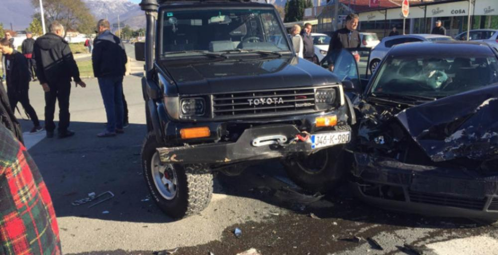 TEŽAK UDES KOD MOSTARA: Četvoro povređeno u saobraćajnoj nesreži, automobili potpuno uništeni