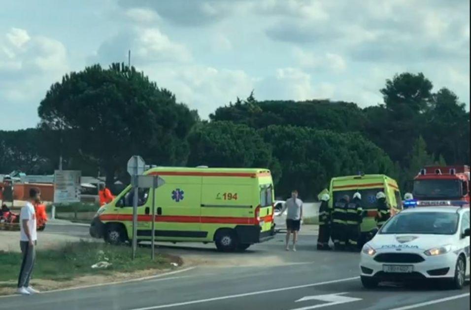 TEŽAK UDES KOD ZADRA: 3 povređenih u sudaru auta i Hitne pomoći