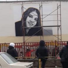 TI NISI UMRLA... Na Dorćolu osvanuo novi mural za Minju (15) koja je stradala u stravičnom požaru (FOTO)
