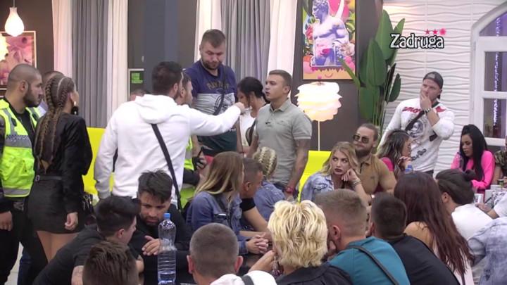 TI SI NULA OD ČOVEKA, NEMAŠ KODEKSE! Dejan ŽESTOKO napao Karića zbog Dalile, u Beloj kući nastao OPŠTI HAOS! Obezbeđenje moralo odmah da odreaguje! (VIDEO)