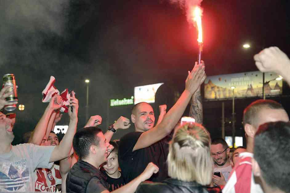 TI SI ZVEZDIN ČETNIK, CIRBESE: Košarkaš Crvene zvezde izašao u centar Beograda da proslavi uspeh fudbalera i ODUŠEVIO DELIJE (KURIR TV)