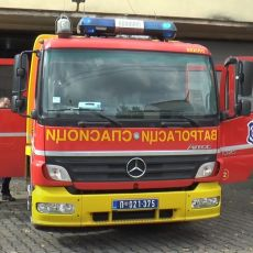 TIHI HEROJI NAŠE LEPE SRBIJE: Vatrogasci proslavili krsnu slavu i demonstrirali veštine pred najmlađima (FOTO)