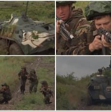 TLO PODRHTAVA KADA PROLAZE SLOVENSKA BRAĆA: Srbi, Rusi i Belorusi zagrmeli na obali Crnog mora (VIDEO)