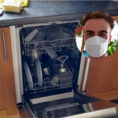 TOMO, LEGENDO, SVI SE SPRDAJU SA TOBOM: Lik otkrio mašinu za pranje sudova u stanu u kom živi većdve godine!